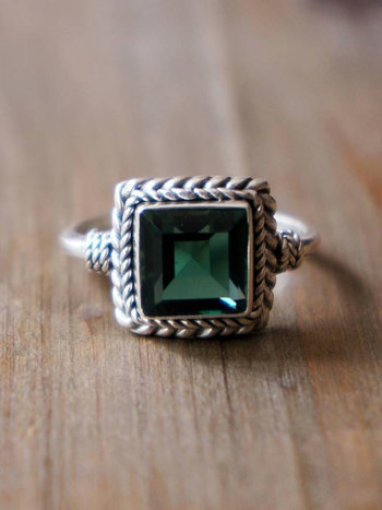 RING EARTHA WITH SYNTHETIC EMERALD
